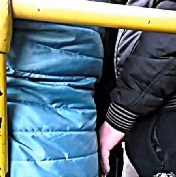 Онлайн девушек прижали в транспорте фото 147-639